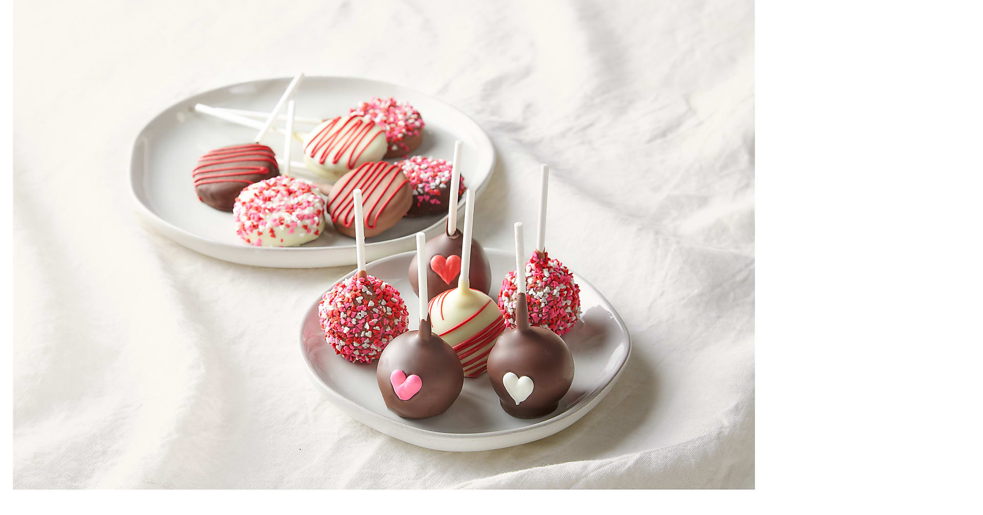 Love Hearts Belgian Chocolate Dipped Cake & OREO® Cookie Pops - Image 1 Of 2