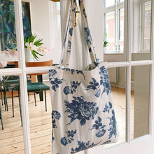 Indlæs billede til gallerivisning Tote Bag 'Romantic Rose w/pocket' - 100% recycled