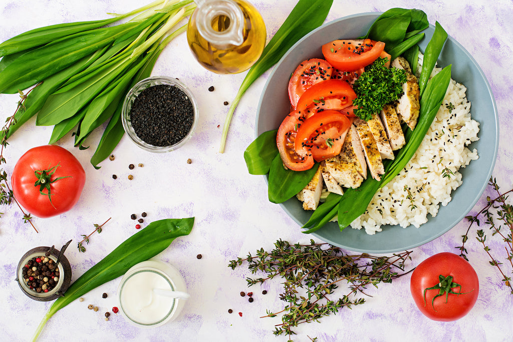 30 minutes healthy meal ideas for dinner like plate of chicken  breast and vegetables
