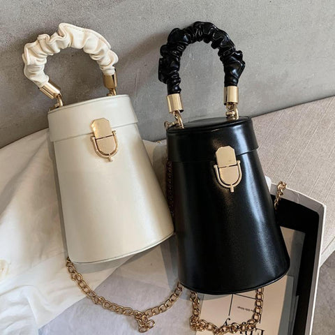 Ladies Small Bag 2021 New Trendy Fashion Fold Hand Clutch Shoulder Messenger Bag Wild Ins Bucket Bag Chain Shoulder Strap Design
