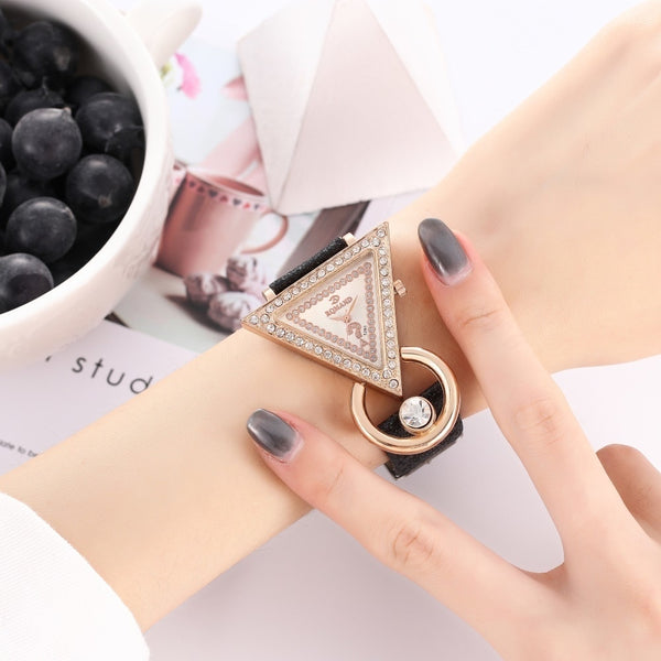 2020 Women Watches Creative Luxury Triangle Rhinestone Dial Frosted Strap Ladies WristWatch Fashion Quartz Watch Relojes Mujer