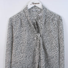 Load image into Gallery viewer, Vintage 80's Women's Patterned Tie Neck Blouse Size 12