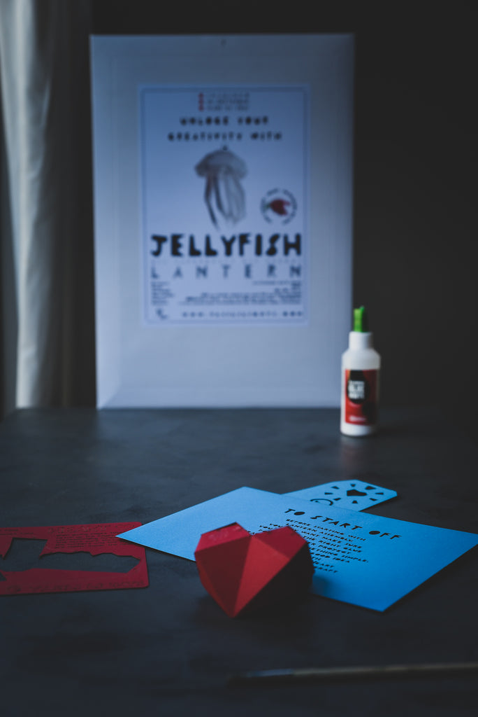 Packaging of the Jellyfish Lantern