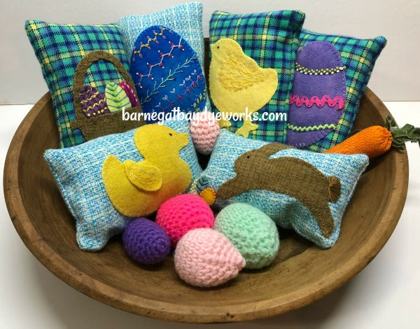 Brightly colored flannel plaids and hand dyed wools make up this set of 6 Easter/Spring Bowl Fillers Kit  with a rabbit, duck, chick, Easter Egg and basket.