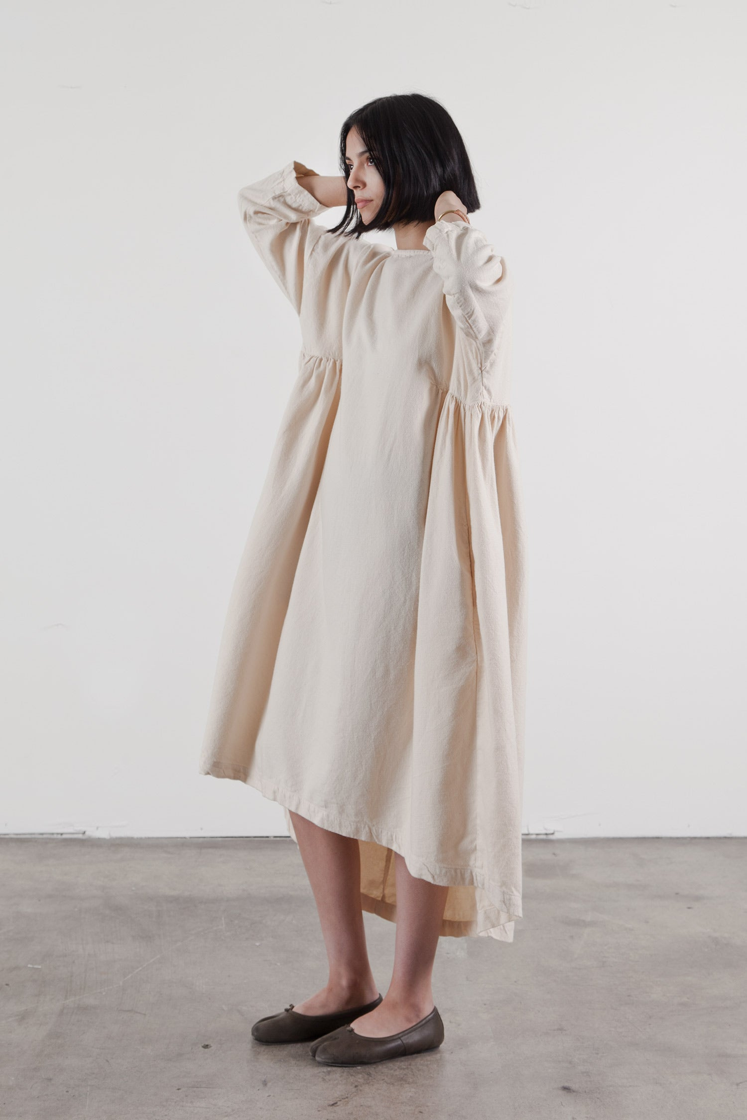 LONG PLEATS DRESS / LPD-17 (COTTON WOOL) / CREAM