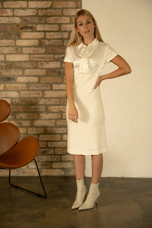 Zoja Dress with collar and tie