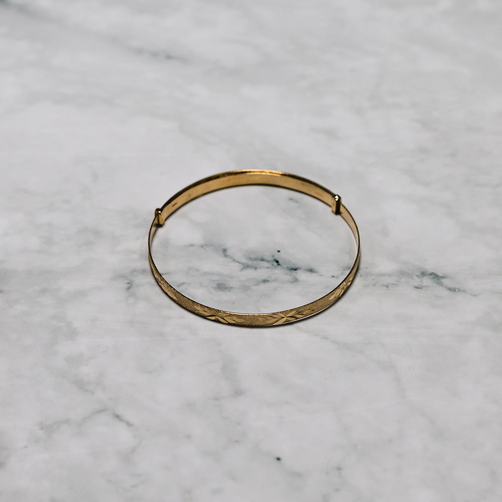 9ct Yellow Gold Baby Expanding Bangle with Diamond Cut & Frosted Finish
