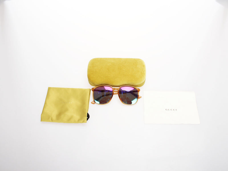 <transcy>Gucci sunglasses with box</transcy>