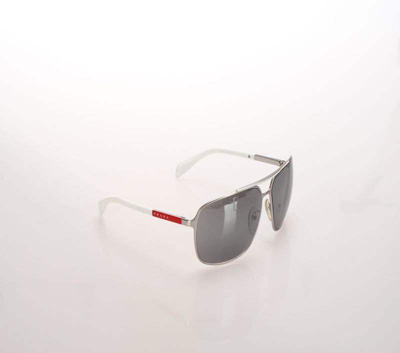 <transcy>Prada sunglasses</transcy>