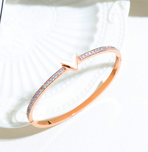 Women's titanium letter V rose gold diamond bracelet