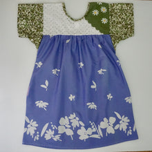Load image into Gallery viewer, Size Small Green Daisy Smock Dress
