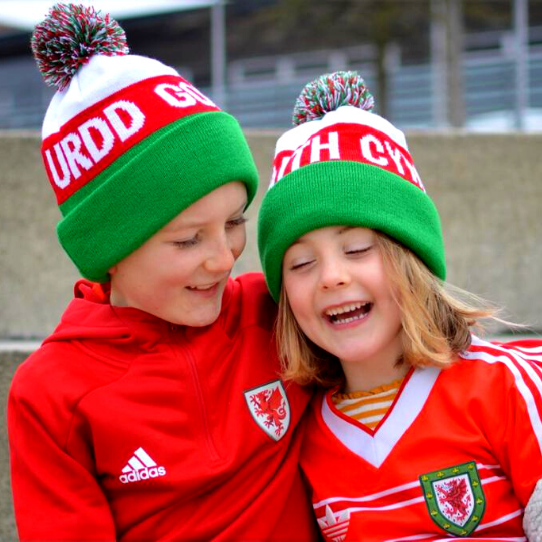 Urdd red white and green bobble hat
