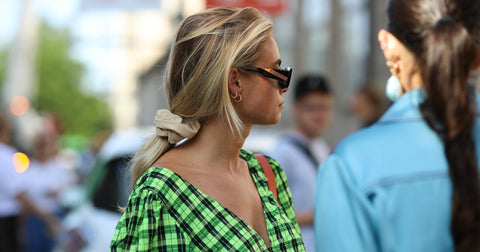 How to wear a scrunchie
