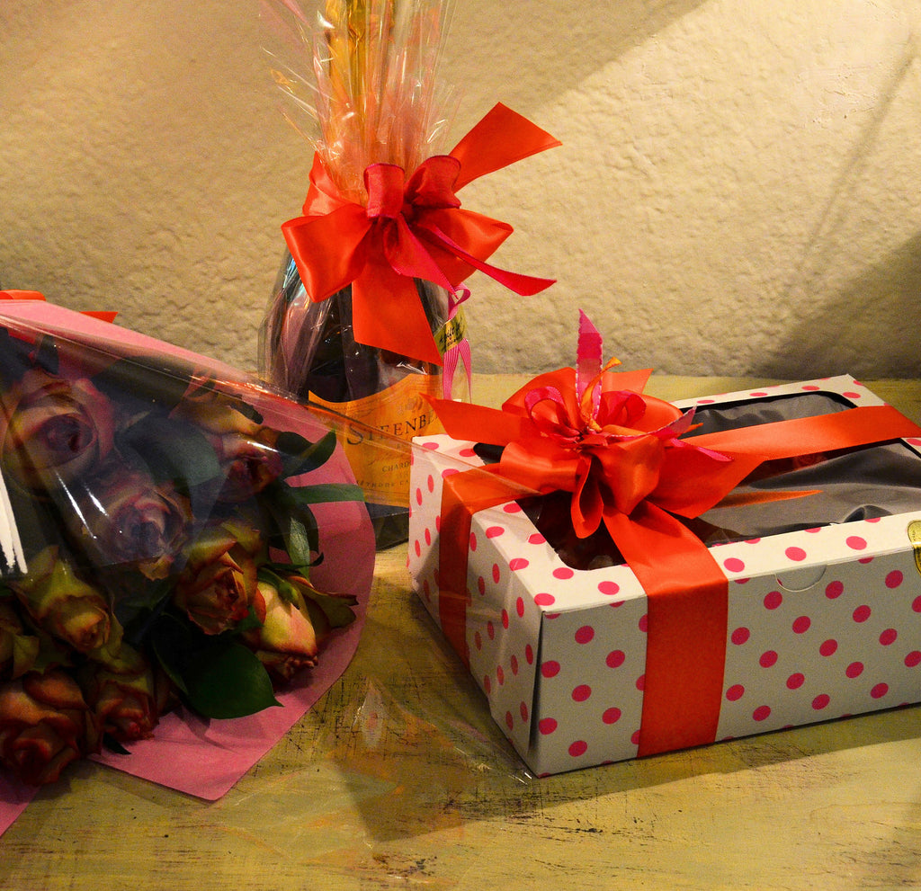 The Ultimate Gift! Cupcakes, MCC and Roses