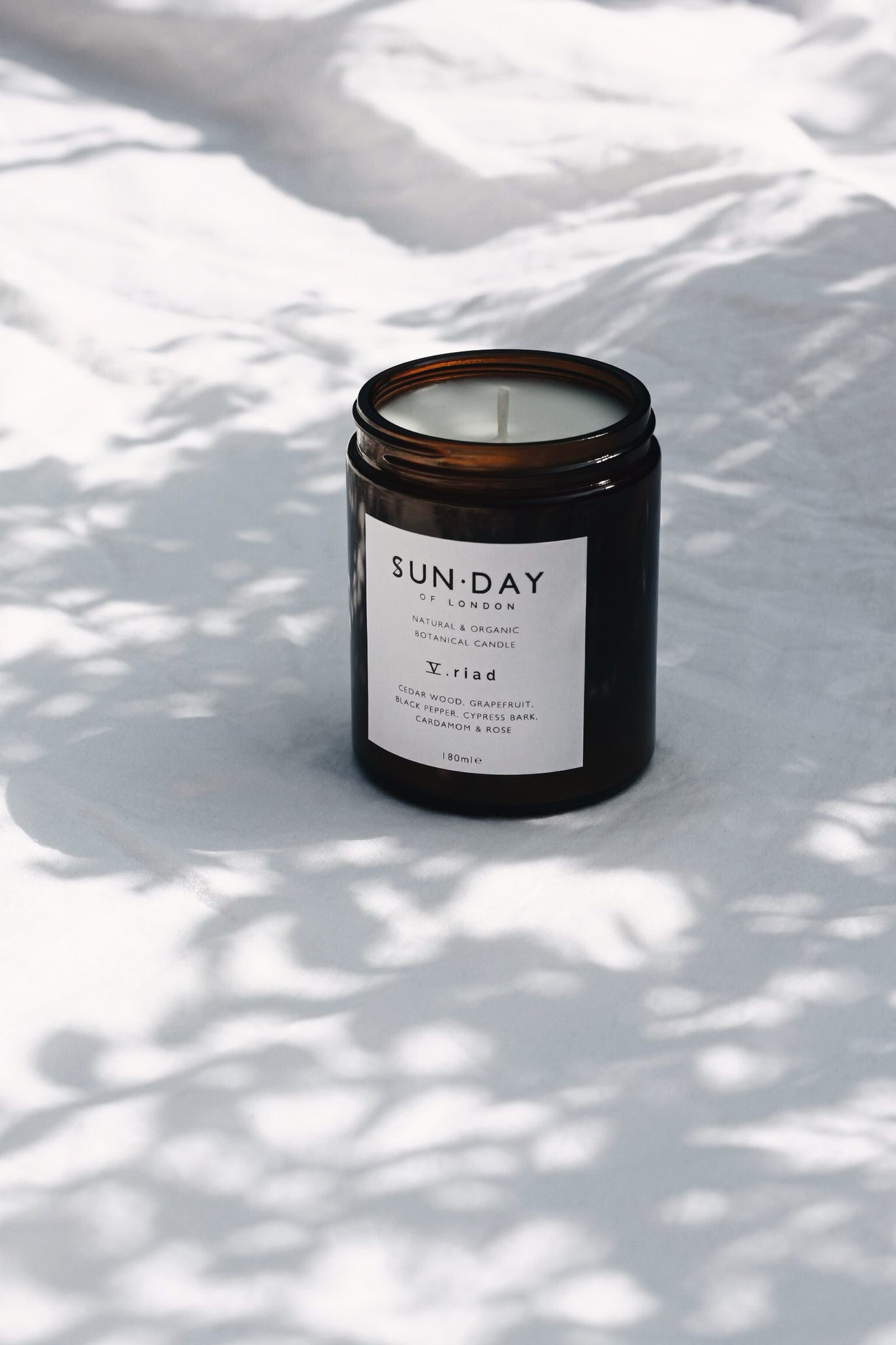 V. Riad Candle - Cardamom, Grapefruit & Cedarwood