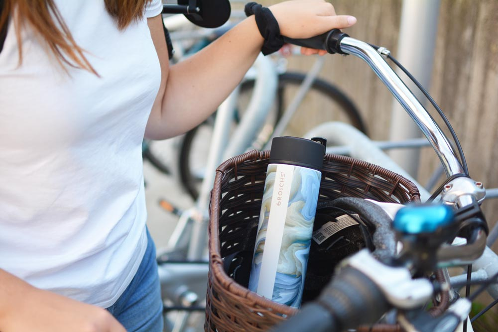 GROSCHE saturn water bottle in bicycle basket on the go infuser bottle
