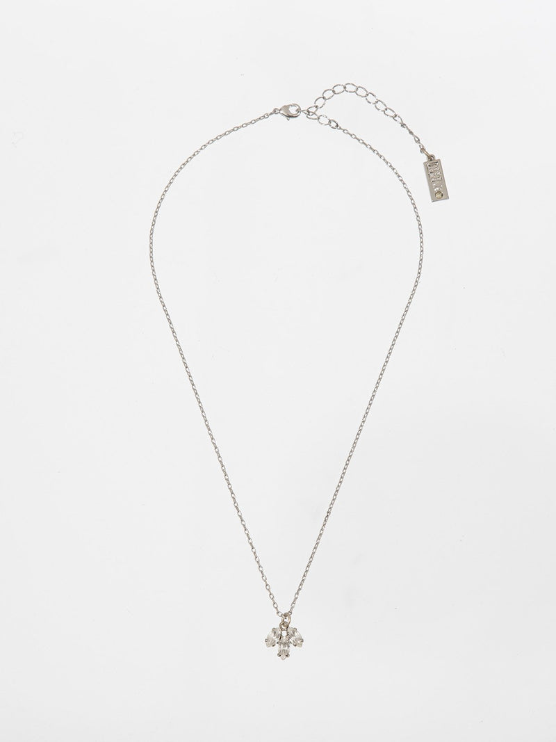 Shelly necklace - a thin and delicate necklace with a three leavs flower pendant