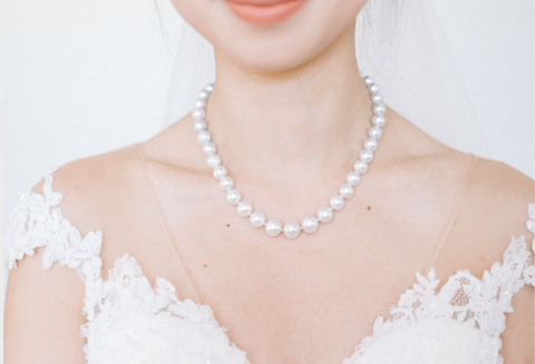 Shoulders of bridge with pearl necklace