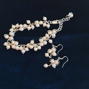 Pearls bracelet and earrings set