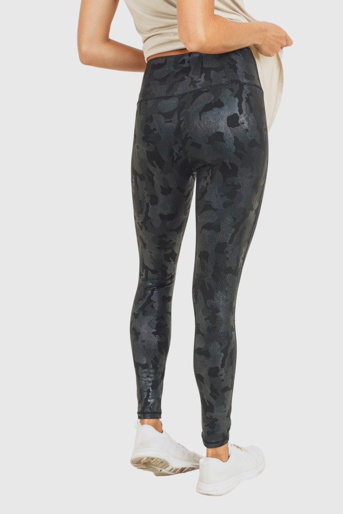 camo-holographic-microdot-foil-highwaist-leggings-mono-b-athleisure