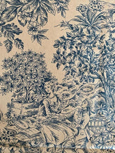 Load image into Gallery viewer, Toile de Jouy print cotton napkins with ruffles - 1 piece with a minimum order of 6 - Ready to ship