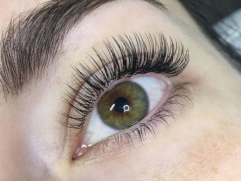 classic lashes, what are classic lashes, should I get classic or volume lashes