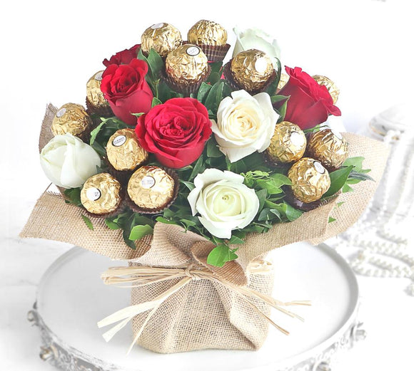 10 Roses and 15 Choc in Vase - Carnations Florist Malaysia