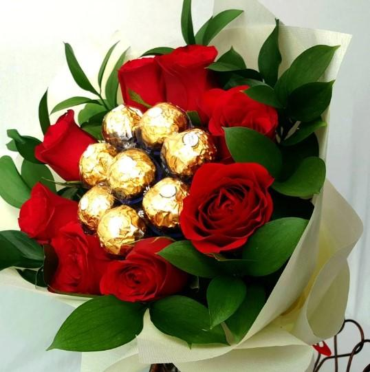 I Love You Red Roses And Chocolate Bouquet - Carnations Florist Malaysia