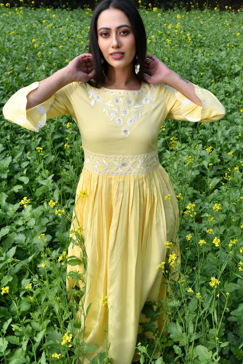 EMBROIDERED SCALLOP HEMLINE MAXI DRESS-YELLOW