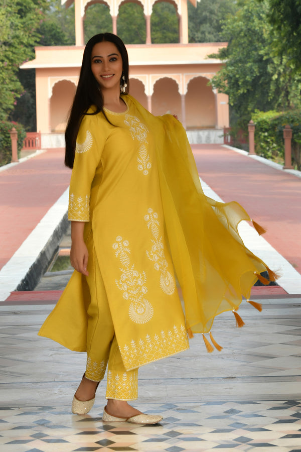 EMBROIDERED KURTA AND PANT WITH ORGANZA DUPATTA SET