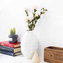 Load image into Gallery viewer, Moody Lips Vase on Shelf