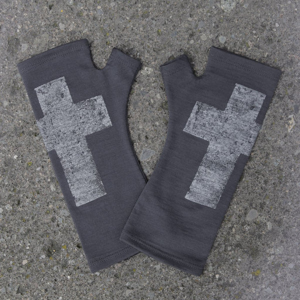 KATE WATTS GLOVES CHARCOAL CROSS