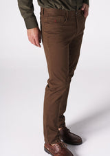 PANTALON CHINOS SLIM CHOCOLATE