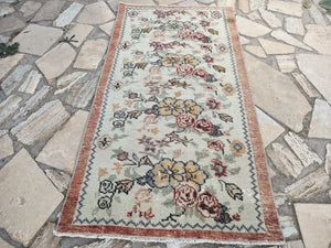 white floral rugs, turkish area rugs, 2.10 x 5.3 ft , FREE SHIPPING, low pile rugs, boho rugs, handmade rugs, home rugs, floor rugs #TR0705