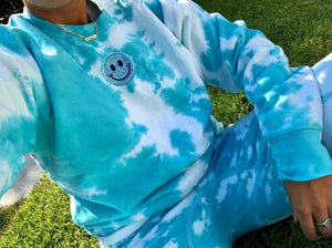 Open image in slideshow, Smiley Patch Turquoise Tie Dye Crewneck - Youngwildandserene