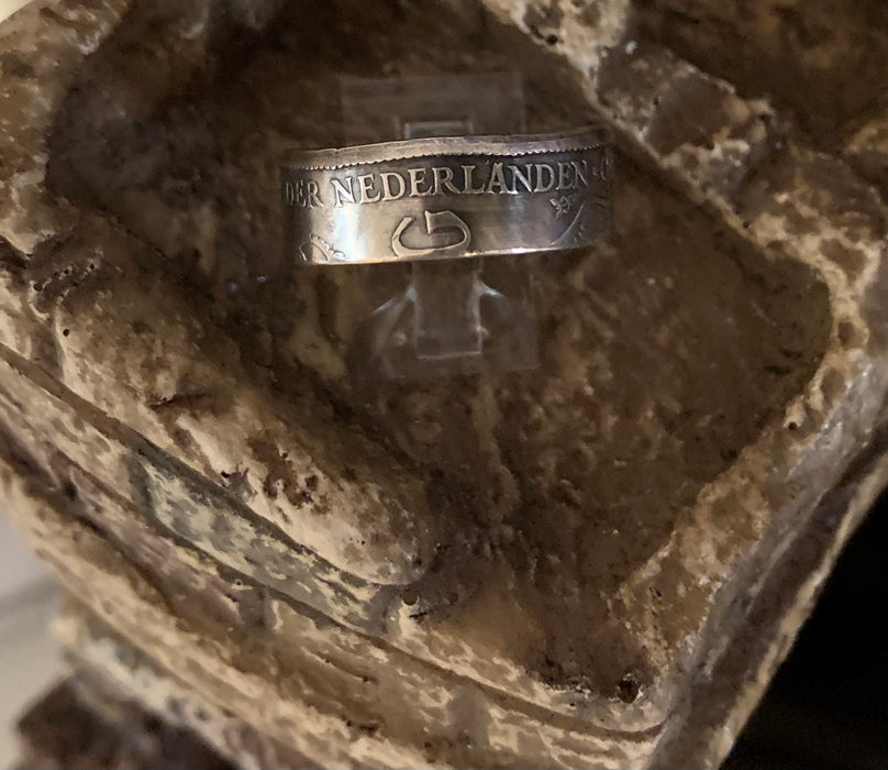 1930 72% silver Netherlands 1 Gulden Coin Ring