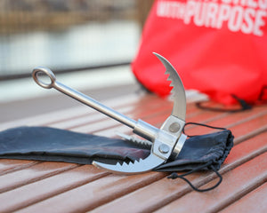 FOLDABLE GRAPPLING HOOK WITH SAWTOOTH PRONGS