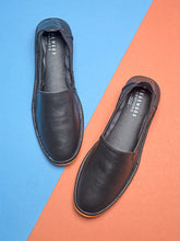 Load image into Gallery viewer, Teakwood Men Blue Leather Mojaris||Men's Blue Traditional Leather Mojari (Jutti/Loafers)