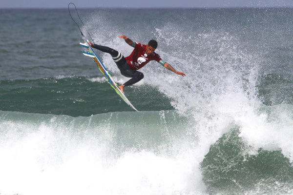 Filipe Toledo launches for a perfect 10 in the Final - WSL