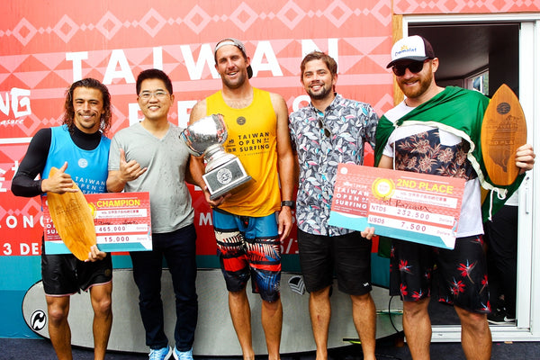 The Podium at the Taiwan Open World Longboard Championship (L-R) Edouard Delpero (FRA), Taitung Governor Justin Huang, 2017 World Longboard Champion Taylor Jensen (USA) and event runner-up Phil Rajzman (BRA). Photo: © WSL / Tim Hain