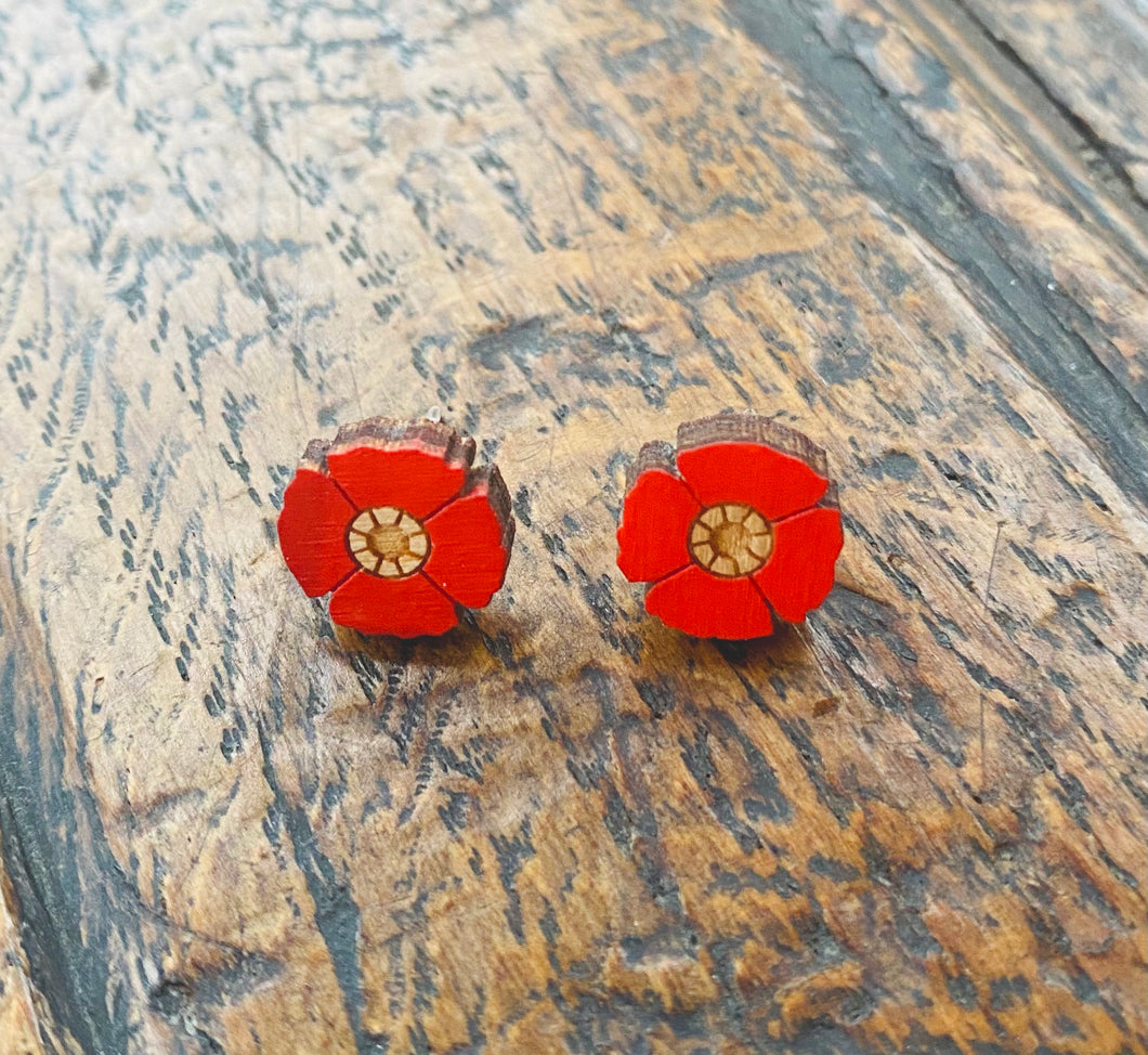 Clustlysau Blodyn Coch Layla Amber / Layla Amber's Red Flower Stud Earrings