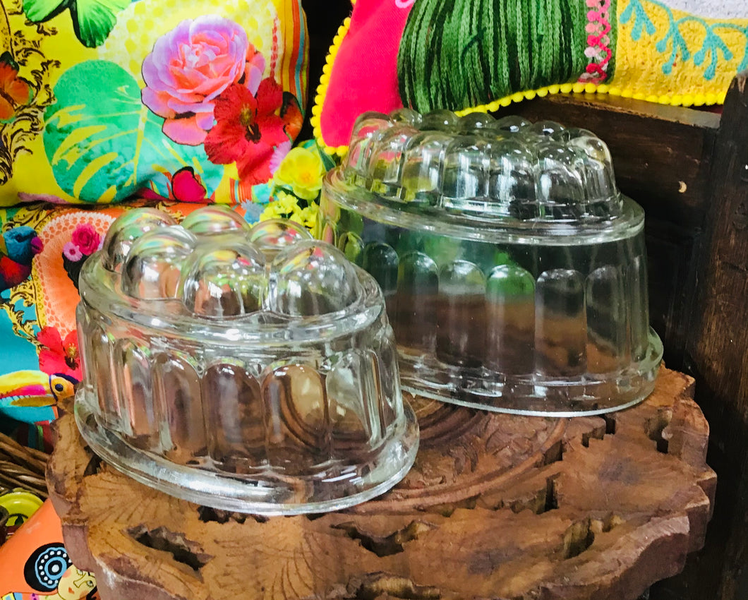 Pâr o Fowld Jeli Gwydr Vintage / Pair of Vintage Glass Jelly Moulds
