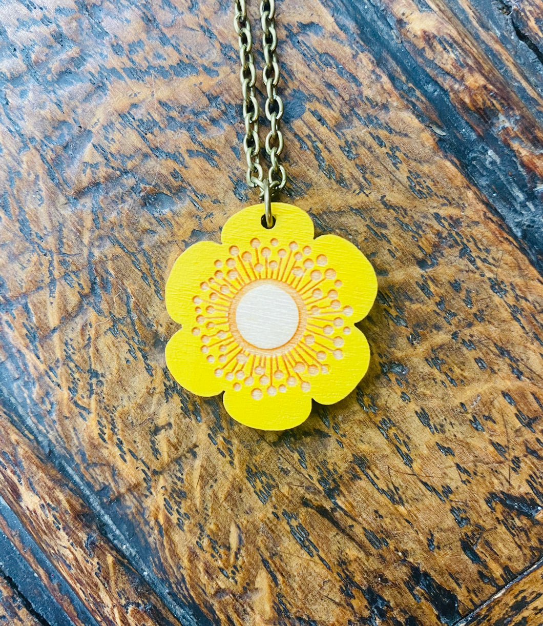 Mwclis Blodyn Melyn Layla Amber / Layla Amber's Yellow Flower Necklace