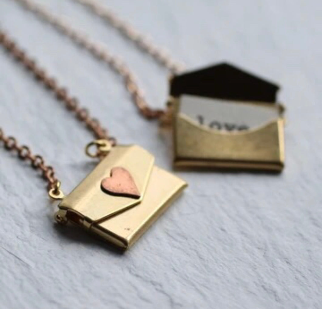 Mwclis Loced Llythyr Caru / Love Letter Locket Necklace