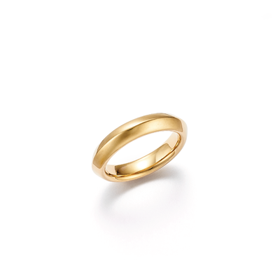 18kt certified ethical yellow gold wedding band with center raised edge detail - top view