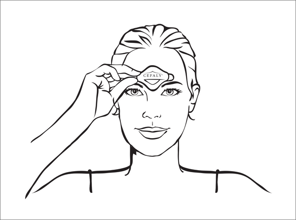 Step 4 illustration - woman removing the electrode strip from her forehead
