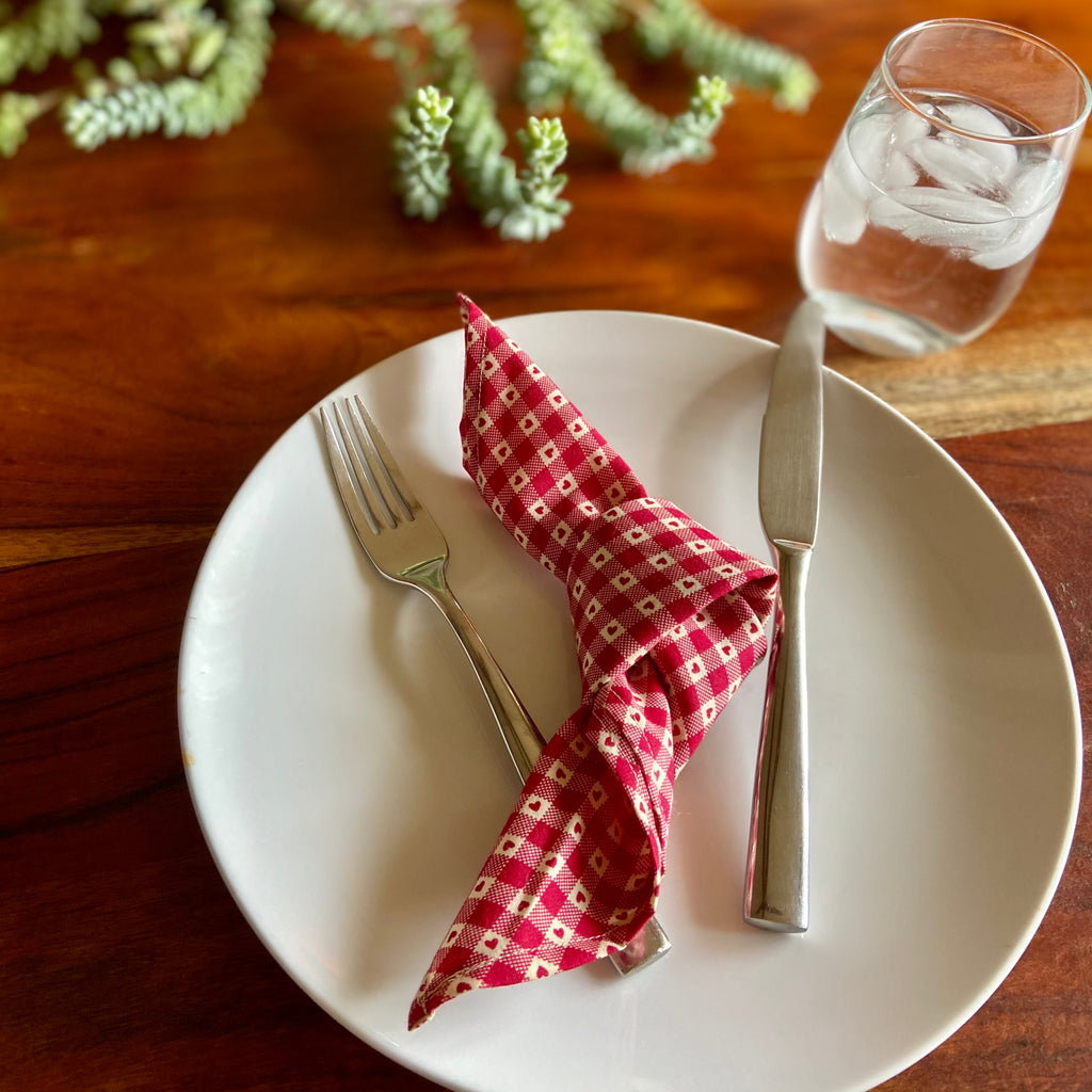 Red Heart Checkered Vintage Cloth Dinner Napkins - 13in square