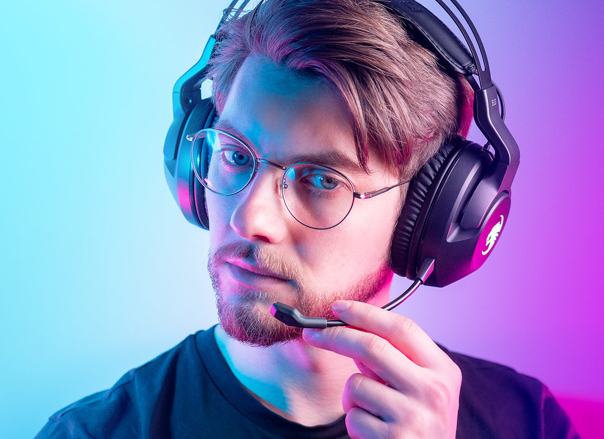 A young man wearing the ROCCAT Elo Air wireless headset