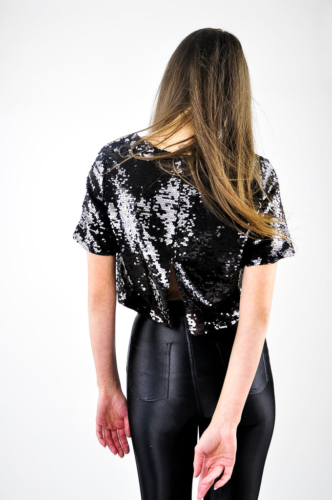 SEQUINED TOP WITH SLIT IN BLACK