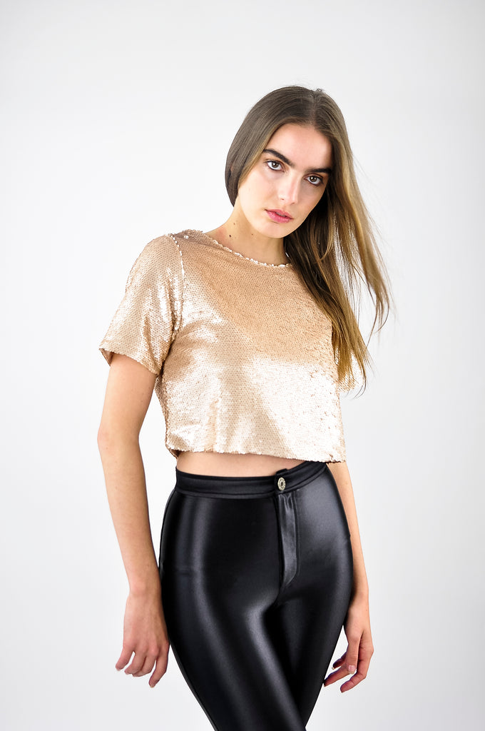 SEQUINED TOP WITH SLIT IN GOLD